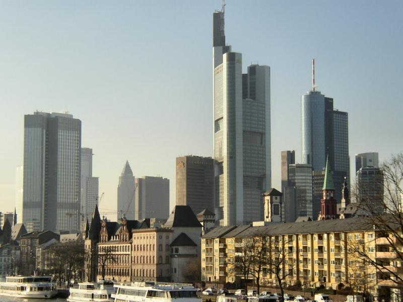 Imagen:Frankfurt-Skyline-NilsJeppe.jpg